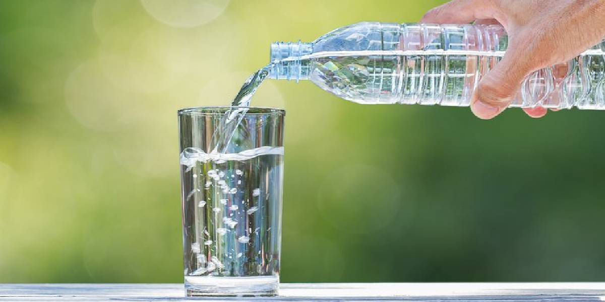 Los beneficios de tomar ocho vasos de agua por día