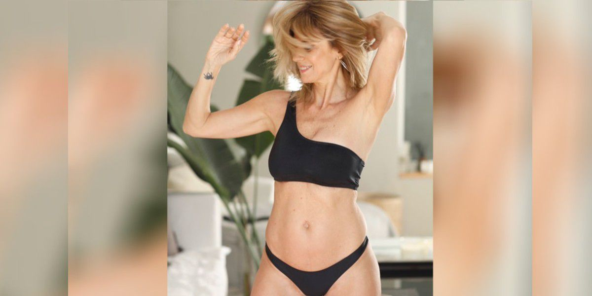 A los 54 años, Flavia Palmiero se puso una bikini negra y presumió sus curvas
