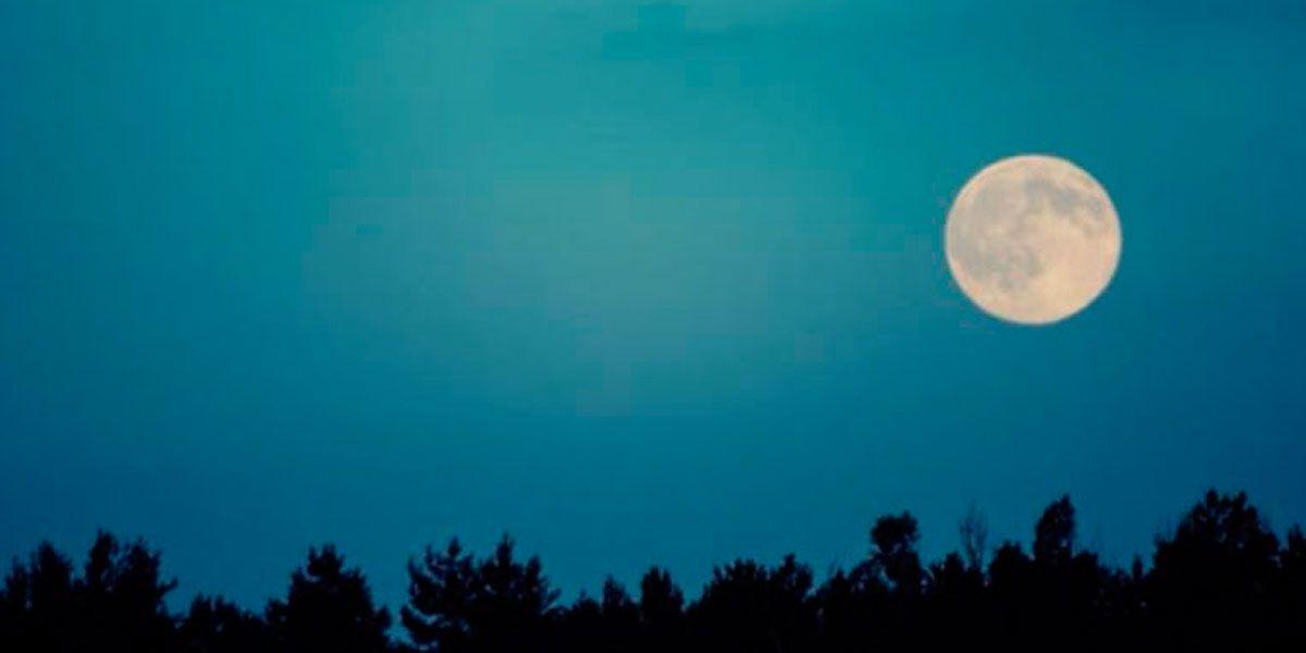 Qué es la luna azul, el inusual fenómeno astronómico que ocurrirá en agosto