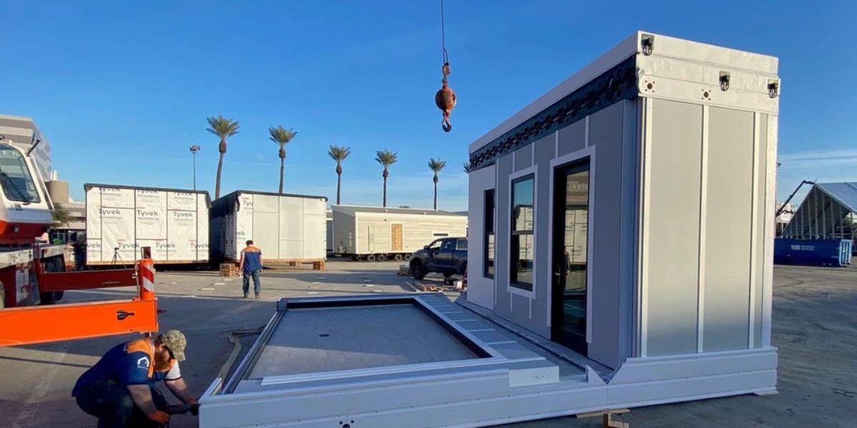 Cómo es por dentro la mini casa prefabricada del multimillonario Elon Musk